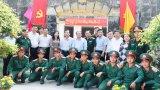 Đoàn lãnh đạo tỉnh Long An thăm, chúc tết Trung đội pháo 105
