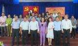Phó Chủ tịch UBND tỉnh - Nguyễn Văn Út trao 200 phần quà tết tại Đức Hòa