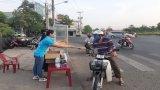 TP.Tân An: Phát 2.000 khẩu trang y tế miễn phí cho người nghèo