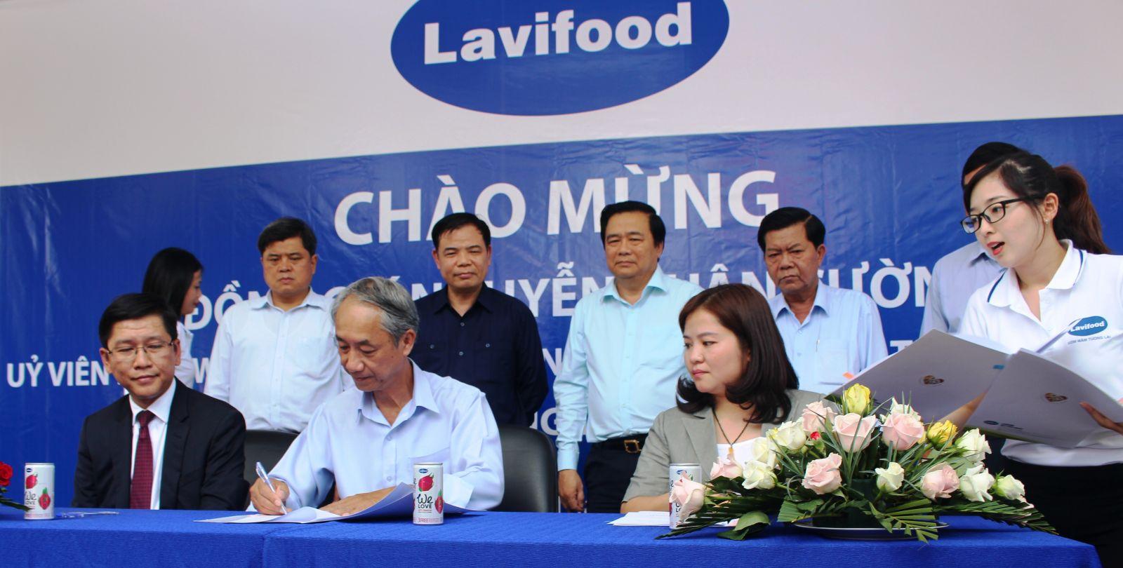 Bộ trưởng Nguyễn Xuân Cường cùng đoàn công tác đã chứng kiến sự cam kết đồng hành cùng người nông dân và nông nghiệp Việt Nam của nhiều doanh nghiệp