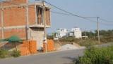 Tỷ lệ người dân xây dựng nhà trong khu tái định cư còn thấp