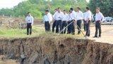 Phó Chủ tịch UBND tỉnh Long An - Phạm Văn Cảnh: Khảo sát sạt lở trên địa bàn huyện Tân Trụ