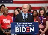Ứng cử viên Joe Biden vượt qua đối thủ Bernie Sanders tại Michigan