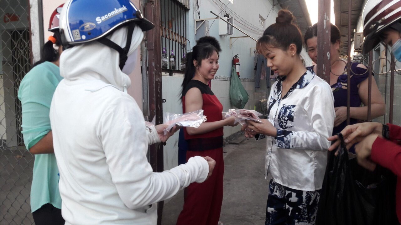 The unions organized to mobilize the inn owners to reduce prices and distribute face masks to workers