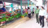 Tân Thạnh: Kiểm tra phòng, chống dịch Covid-19 tại các chợ và chốt kiểm dịch