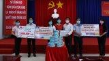 Đức Hòa: Tặng khẩu trang y tế và tiền hỗ trợ lực lượng y tế phòng, chống Covid-19