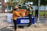 Công an huyện Tân Hưng giúp người bán vé số vượt qua khó khăn trong mùa dịch
