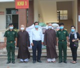 Phật giáo tỉnh Long An thăm, tặng quà Bệnh viện Dã chiến và khu cách ly tập trung Bến Lức
