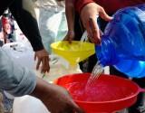 Cấp nước ngọt miễn phí cho người dân miền Tây