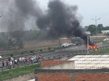 Ô tô bốc cháy trơ khung trên cao tốc TP.HCM - Trung Lương