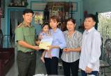 Công an tỉnh Long An trao tiền cho gia đình cán bộ hy sinh và 2 trường hợp ảnh hưởng chất độc hóa học