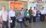 Đức Hòa tặng quà công nhân lao động và hỗ trợ người khuyết tật