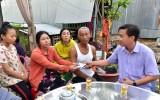 Lãnh đạo huyện Tân Hưng thăm 2 gia đình có người thân chết đuối