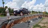 Tân Hưng: Sụt lún đường cặp kênh Gò Thuyền