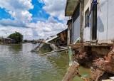 Cần Thơ: Sạt lở nghiêm trọng ven sông Trà Nóc, 13 nhà dân bị ảnh hưởng