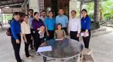 Agribank Chi nhánh Đông Long An tặng quà cho 50 gia đình chính sách