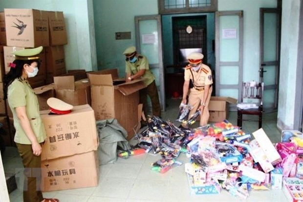Police in the central province of Quang Binh seize more than 10,200 smuggled toys and 700 plastic guns early last April. (Photo: VNA)