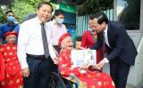 Đoàn đại biểu các Mẹ Việt Nam Anh hùng viếng Lăng Chủ tịch Hồ Chí Minh