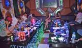 """Bến Lức: Triệt phá tệ nạn ma túy """"núp bóng"""" quán karaoke, nhà nghỉ"""
