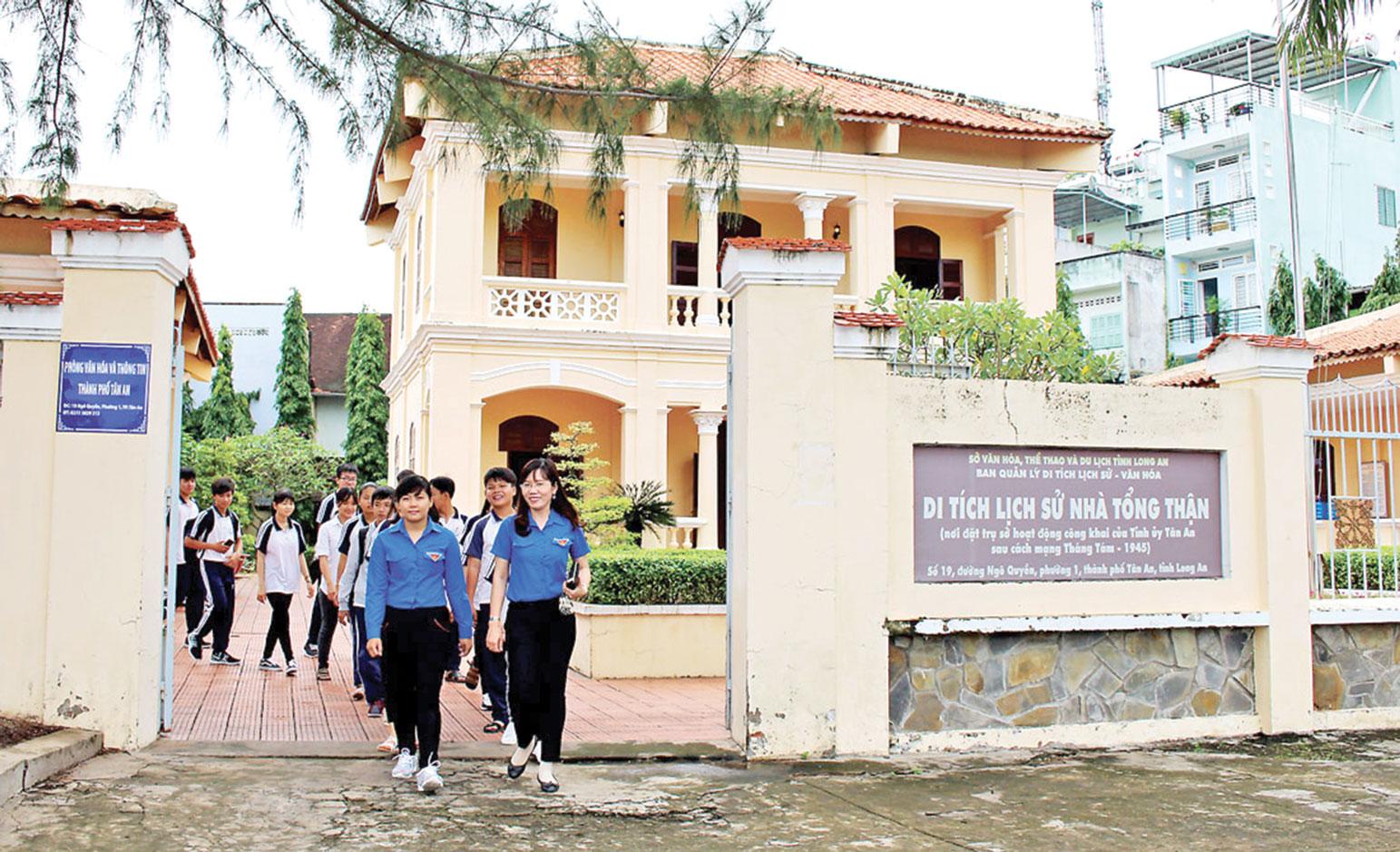 Di tích  Nhà Tổng Thận (số 19, đường Ngô Quyền, phường 1, TP.Tân An) gắn liền với sự kiện lịch sử Tân An đi đầu trong cuộc tổng khởi nghĩa tháng 8  ở Nam bộ