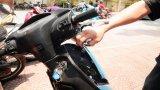 Đôi vợ chồng cùng tham gia trộm xe máy