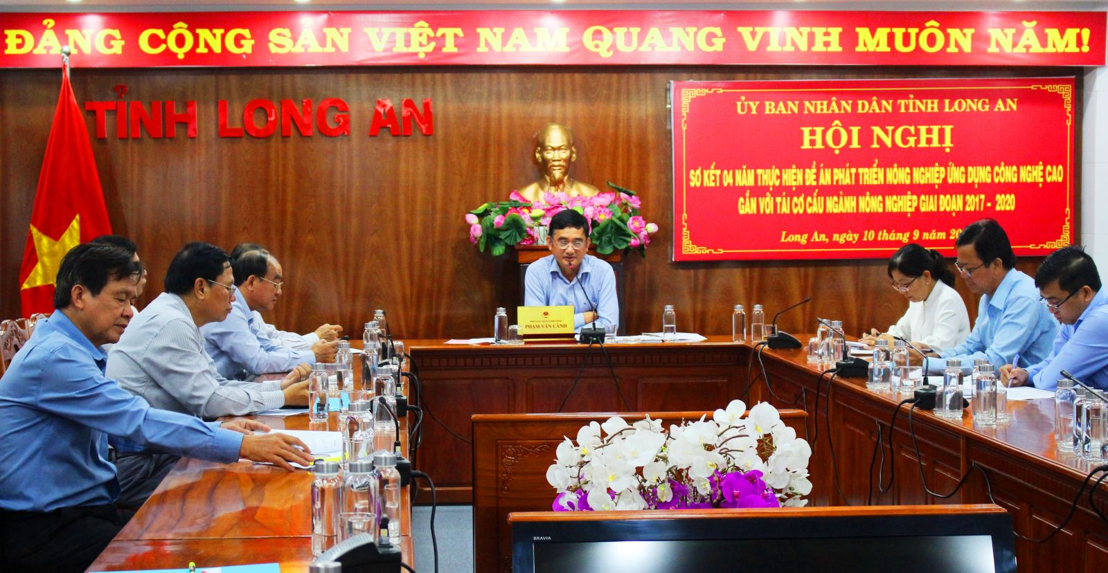 According to Vice Chairman of the Provincial People's Committee - Pham Van Canh, the province will continue to implement the project in period 2021 – 2025, in which the area is expanded and lemon trees and shrimp are applied