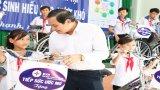 Tổng Công ty Điện lực Miền Nam tặng quà cho học sinh nghèo tại huyện Tân Thạnh