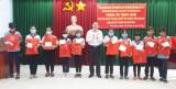 Phó Chủ nhiệm Ủy ban Tư pháp của Quốc hội – Hoàng Văn Liên tặng quà trung thu cho học sinh nghèo