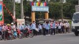 Bến Lức: Ra quân lập lại trật tự, an toàn giao thông trước cổng trường