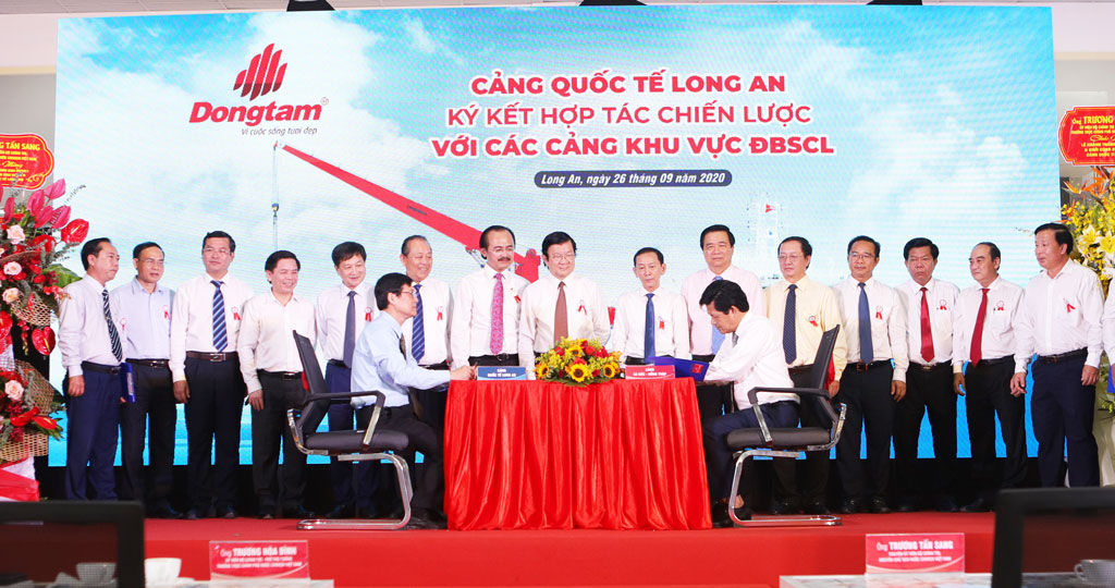 Long An International Port signs a strategic cooperation agreement with ports in the Mekong Delta region