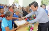 Lãnh đạo tỉnh Long An thăm, tặng quà và chúc thọ người cao tuổi