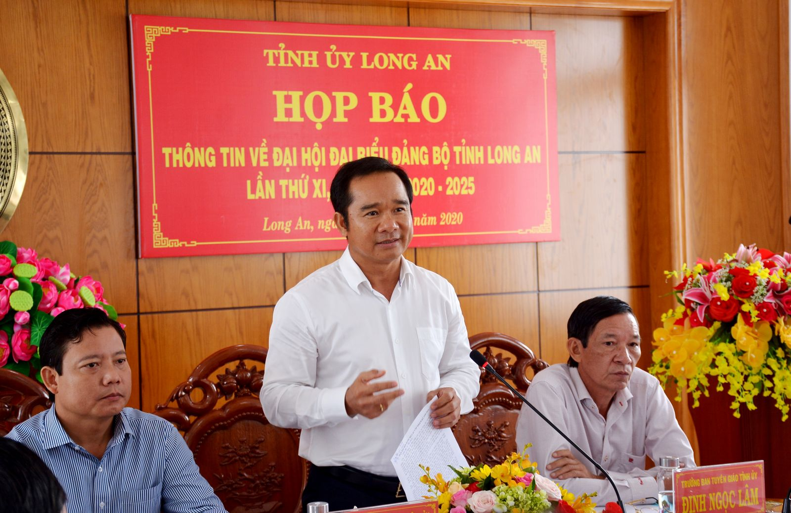 Standing Deputy Secretary of the Provincial Party Committee - Nguyen Van Duoc speaks at the press conference