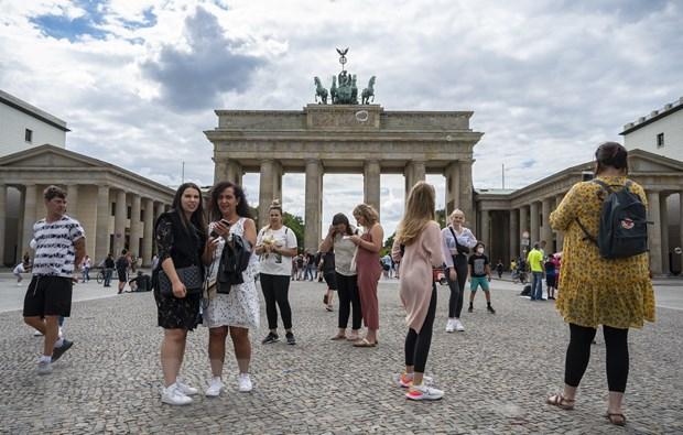Khách du lịch tại Berlin, Đức ngày 4/8/2020, trong bối cảnh dịch COVID-19 lan rộng. (Ảnh: AFP/TTXVN)