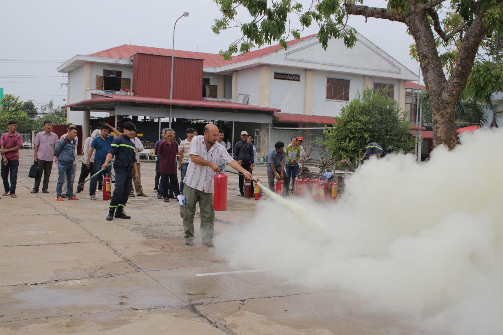 Tập huấn phòng cháy, chữa cháy cho người dân