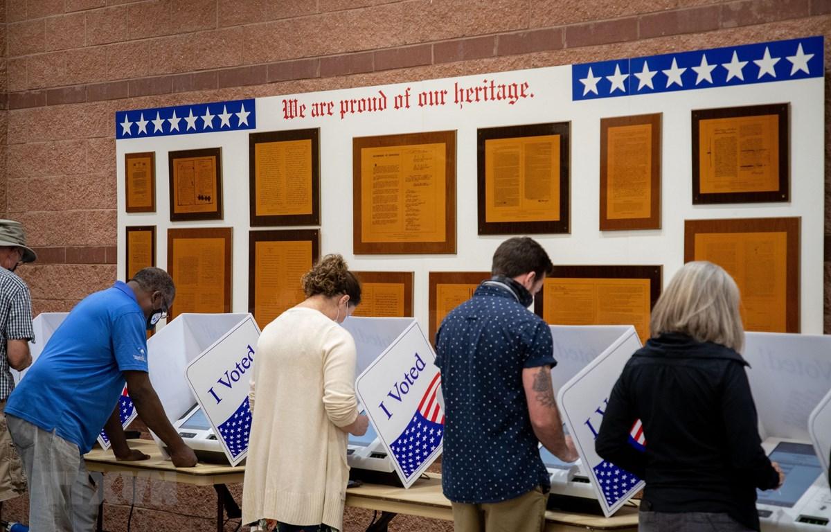 Cử tri bỏ phiếu sớm bầu Tổng thống Mỹ 2020. (Ảnh: AFP/TTXVN)
