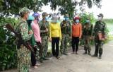 Phụ nữ tham gia bảo vệ đường biên, mốc giới