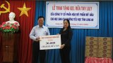 Sở Giáo dục và Đào tạo Long An được tặng 30.000 chai gel rửa tay