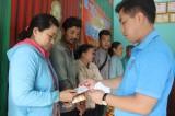 Tặng 53 thẻ BHYT cho hộ khó khăn tại xã Vĩnh Thuận