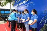 LĐLĐ tỉnh Long An trao quà tết cho công nhân lao động