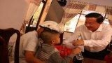 Chủ tịch UBND tỉnh Long An trao quà tết cho trẻ em tại huyện Đức Hòa