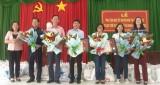 Phó Chủ tịch UBND tỉnh Long An - Phạm Tấn Hòa tặng quà tết cho hộ nghèo