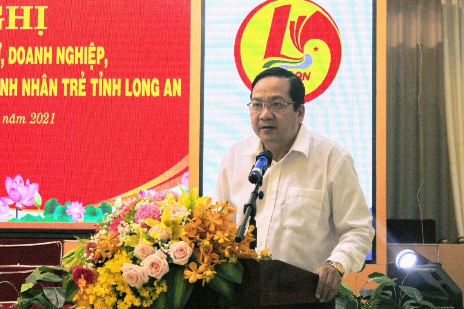 Vice Chairman of the Provincial People's Committee - Nguyen Minh Lam speaks at the conference
