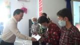 Chủ tịch UBND tỉnh Long An tặng 500 phần quà tết cho hộ nghèo, gia đình chính sách tại huyện Đức Hoà