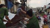 Thủ Thừa: Mưa dông làm tốc mái trên 30 căn nhà
