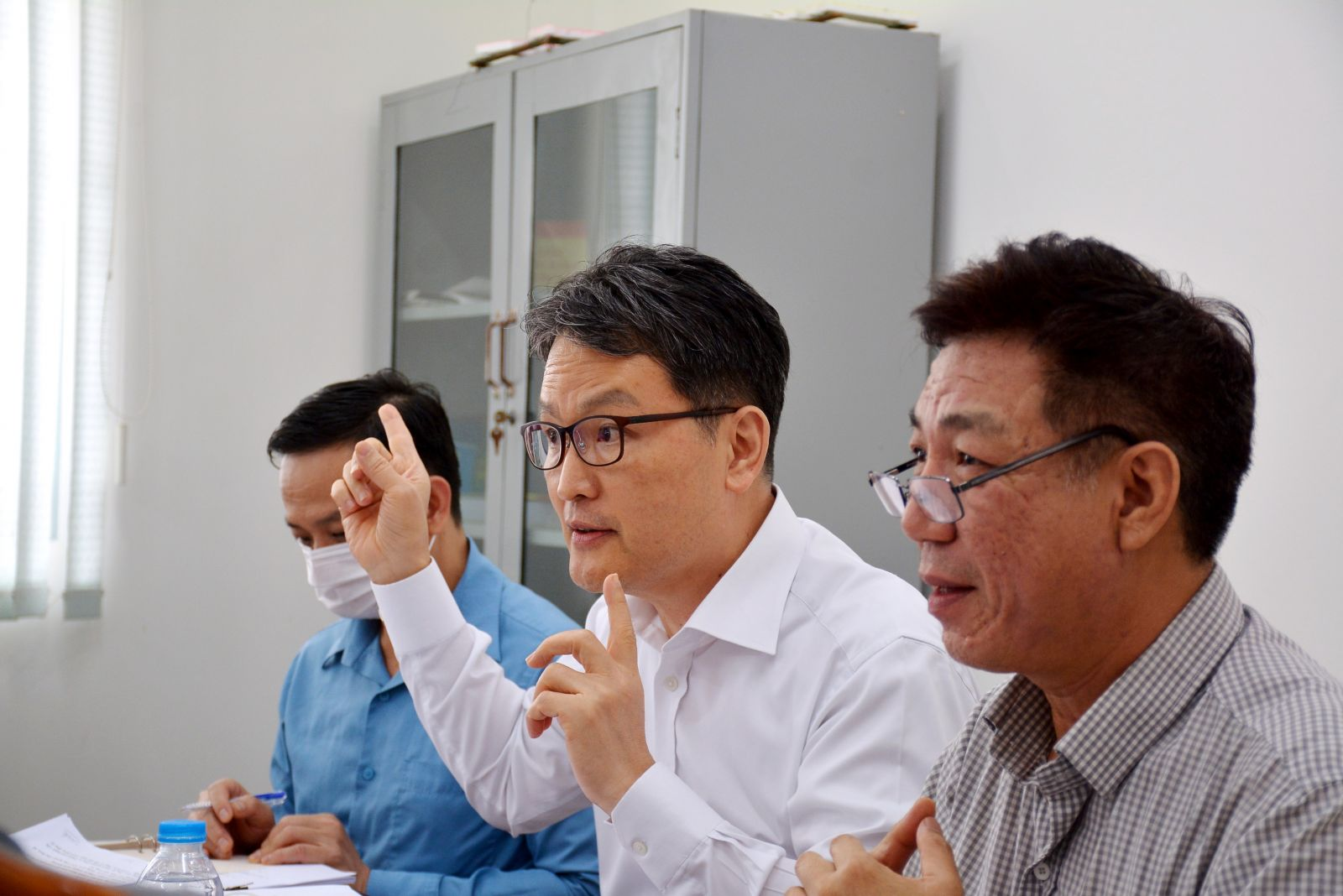 Representative of Yujin Kreves Co., Ltd. at the dialogue with the Chairman of the Provincial People's Committee