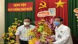 Lãnh đạo tỉnh Long An thăm, tặng quà các cơ sở y tế tuyến biên giới