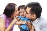8 lợi ích tuyệt vời khi cha mẹ ôm con thường xuyên