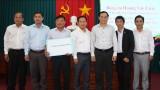 Phó Chủ nhiệm Ủy ban Tư pháp Quốc hội tặng 150 triệu đồng cho Quỹ vì người nghèo huyện Thủ Thừa