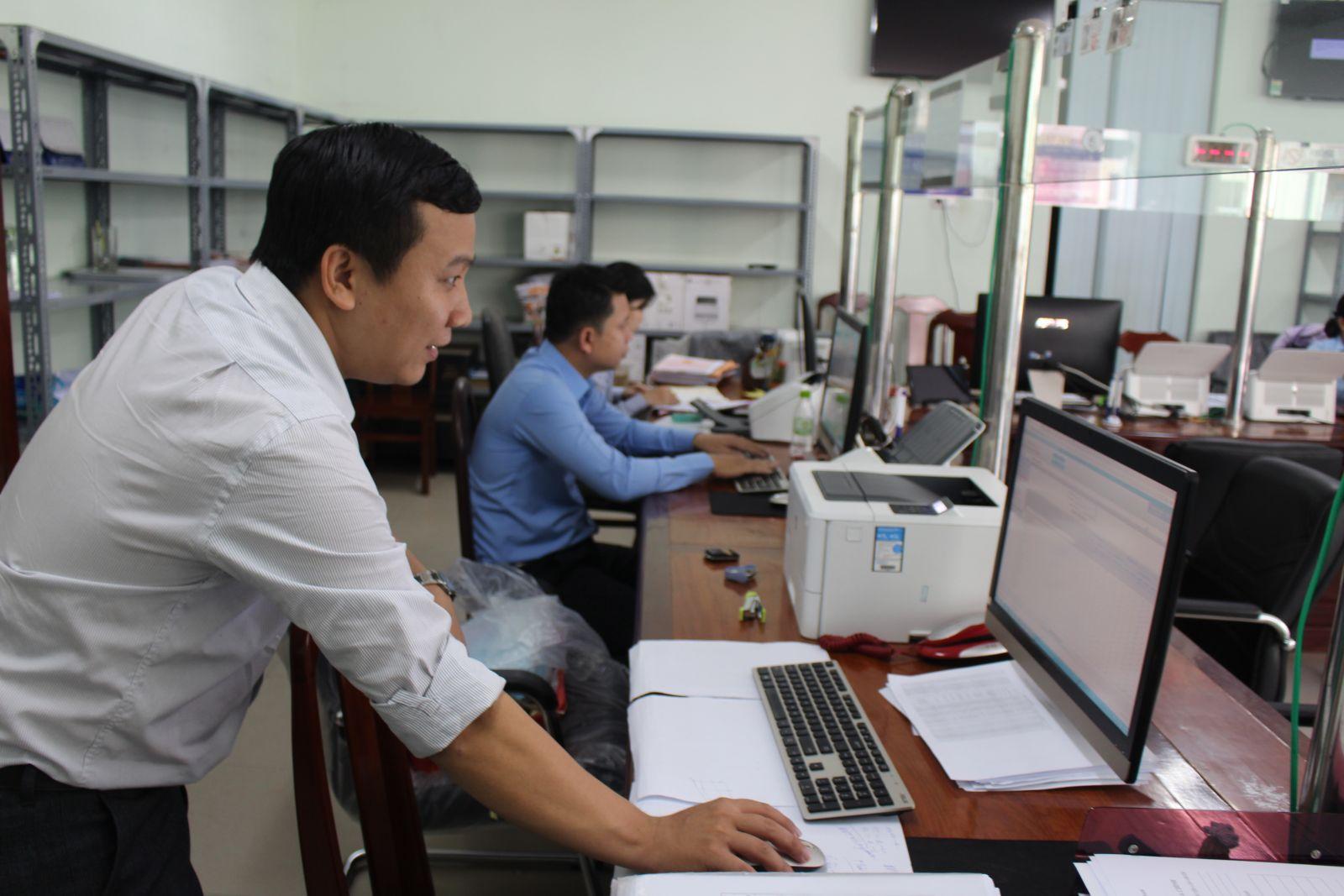 Việc ứng dụng công nghệ thông tin trong giải quyết thủ tục hành chính