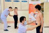 Bệnh viện Sản Nhi TWG Long An tầm soát vẹo cột sống cho học sinh